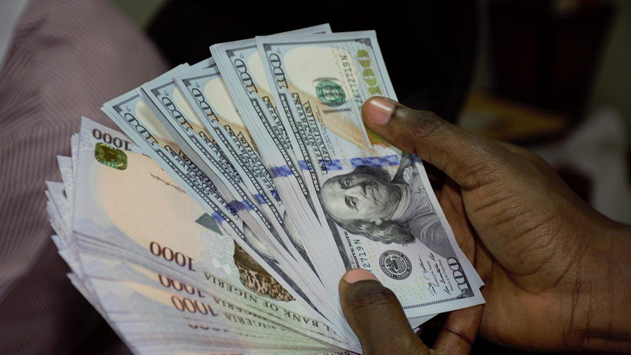 Read more about the article NAIRA DEPRECIATES MARGINALLY AGAINST DOLLAR