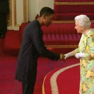 Read more about the article Three Nigerians Receive Queen Elizabeth's Young Leaders Award