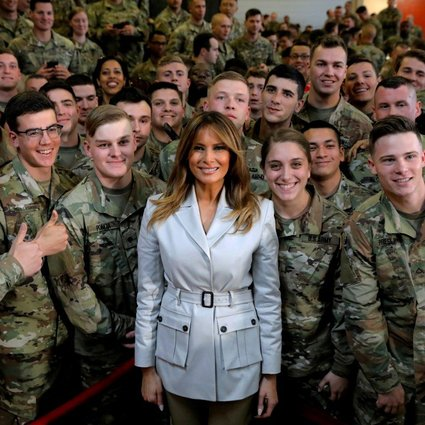 You are currently viewing The United States first lady Melania Trump poses with U.S. troops