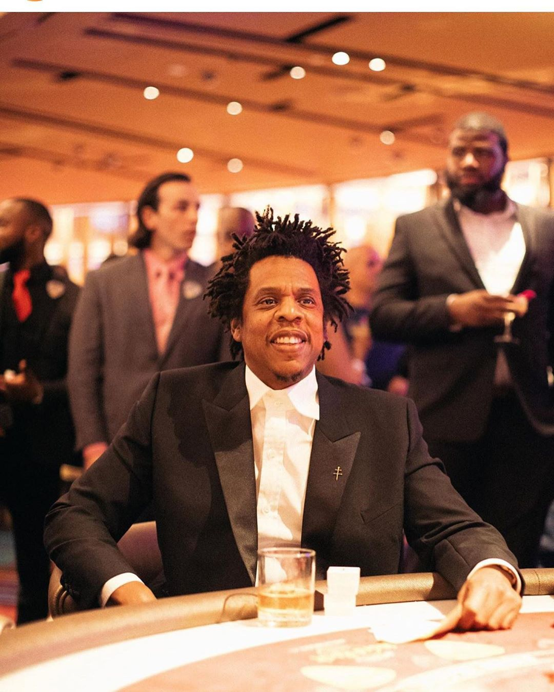 Read more about the article Jay-Z has become the first hip-hop artist to become a billionaire, according to the new cover story in Forbes.