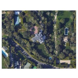 Read more about the article Jeff Bezos to pay $165 million for a Beverly Hills mansion