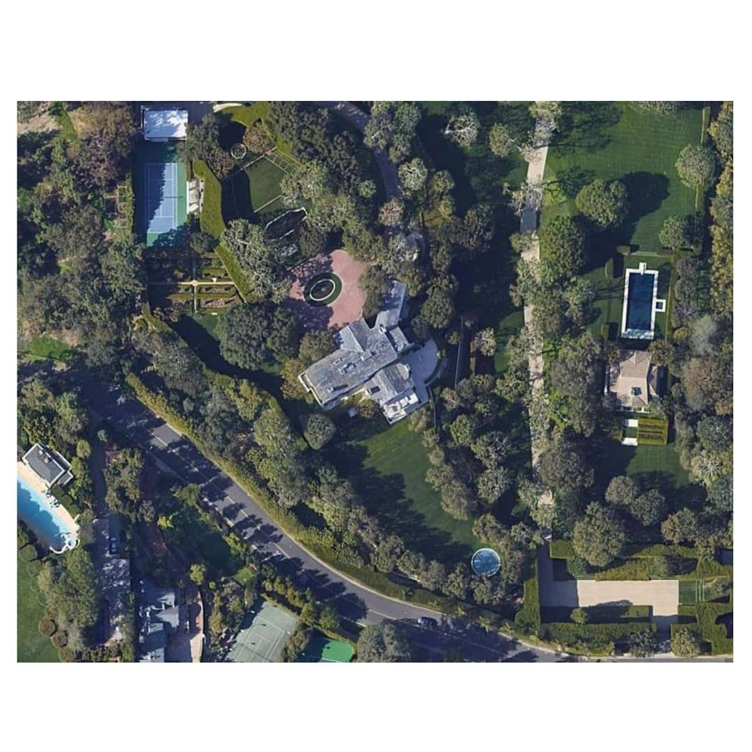 You are currently viewing Jeff Bezos to pay $165 million for a Beverly Hills mansion